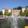 Возле фонтанов летом всегда мног людей. Освежают однако...